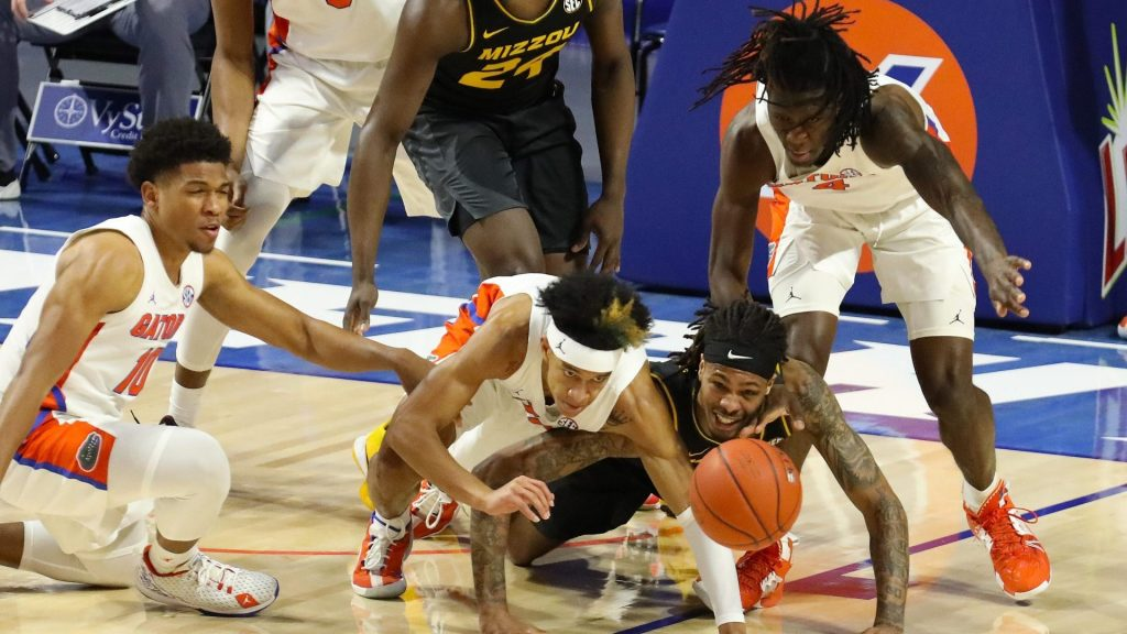Missouri hangs on for 1st win at Florida, 72-70